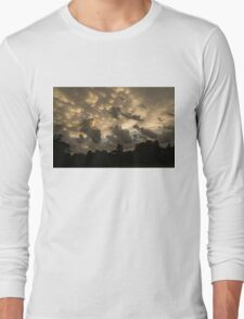 Furious Sky - Mammatus Clouds After a Storm Long Sleeve T-Shirt