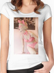 Mannequin 33 Women's Fitted Scoop T-Shirt