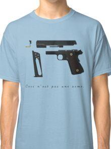 Ceci n'est pas une arme. Classic T-Shirt