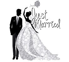 Just Married Wedding Bride Groom Throwing Bouquet Gown Tux Bridal Engagement Honeymoon Bae Photographic Print