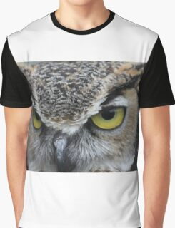 Horned Owl up close... Graphic T-Shirt