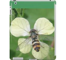 Bitty Bee? iPad Case/Skin