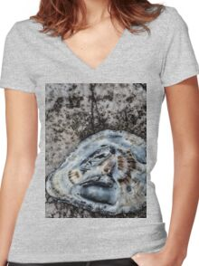 Shell Women's Fitted V-Neck T-Shirt