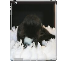 Ring of feathers ..... iPad Case/Skin