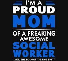 PROUD MOM OF A SOCIAL WORKER Unisex T-Shirt