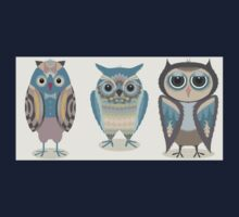 THREE FANCY OWLS Baby Tee