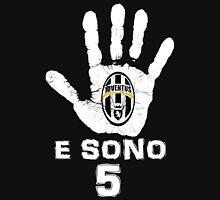 Juventus, e sono 5 scudetti consecutivi (su nero) Unisex T-Shirt