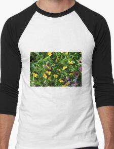 Yellow flowers in the green grass. Men's Baseball ¾ T-Shirt