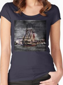 World's oldest commissioned warship afloat - USS CONSTITUTION Women's Fitted Scoop T-Shirt