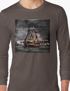 World's oldest commissioned warship afloat - USS CONSTITUTION Long Sleeve T-Shirt
