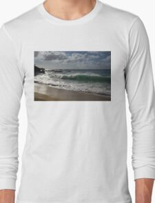 Big Wave at Waimea Bay Beach, North Shore, Oahu, Hawaii Long Sleeve T-Shirt