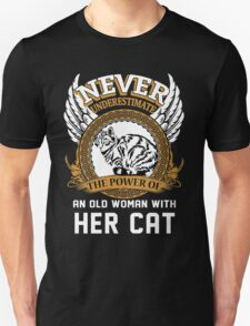 Never underestimate the Power of an Old Woman with her Cat T-Shirt