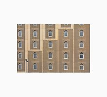 Building facade with many windows and Muslim decoration. Unisex T-Shirt