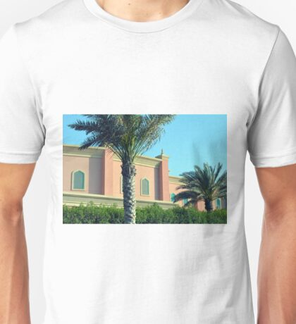 Pink Arabic building with ornaments and palm trees. Unisex T-Shirt