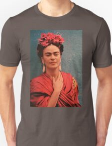 Frida in red T-Shirt