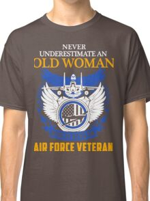 Never Underestimate an Old Woman who is also an Air Force Veteran Classic T-Shirt