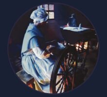 Colonial Woman Spinning Kids Tee