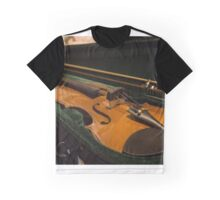 The violin rests Graphic T-Shirt