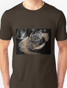Gold dew drops on Rose - black and white Unisex T-Shirt