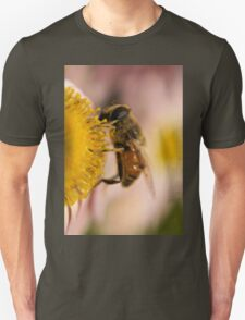 Bee on the flower - super macro Unisex T-Shirt
