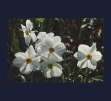Sparkling, Fabulous White Narcissus with a Touch of Red Kids Tee
