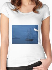 Boat by Sillouette Island - The Ibiza crop Women's Fitted Scoop T-Shirt