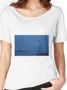 Boat by Sillouette Island - Fully cropped Women's Relaxed Fit T-Shirt