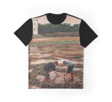 Crab hunting II Graphic T-Shirt