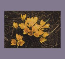 Spilled Gold - Bright Yellow Crocus Harbingers of Spring Kids Tee