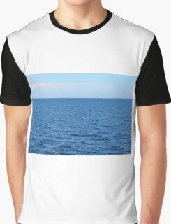 Calm blue sea and clear sky. Graphic T-Shirt