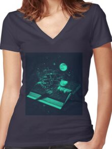 A Page Turner Women's Fitted V-Neck T-Shirt