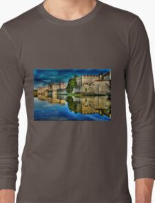 Reflections from a majestic Castle HDR Long Sleeve T-Shirt