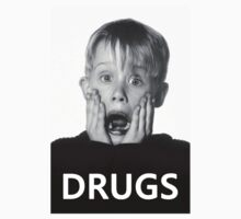 Macaulay Culkin -Drugs- Kids Tee