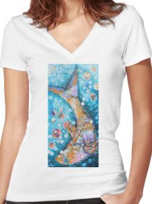Rippled fish Women's Fitted V-Neck T-Shirt