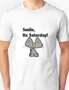 """A Gray Cat says """"Smile, it's Saturday!"""" Unisex T-Shirt"""
