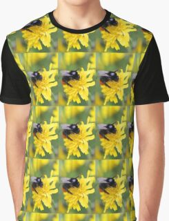 The red tailed bumble Graphic T-Shirt