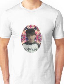 LeafyIsHere - Flower background T-Shirt
