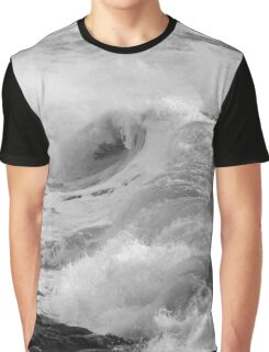 Breaking waves. 1 Graphic T-Shirt