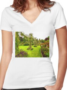 Impressions of London – Queen Mary's Garden at Regent's Royal Park Women's Fitted V-Neck T-Shirt