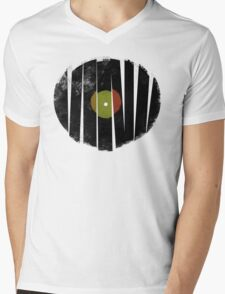 Cool Broken Vinyl Record Grunge Vintage Mens V-Neck T-Shirt