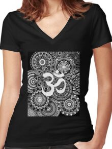 Om Mandala Page Women's Fitted V-Neck T-Shirt