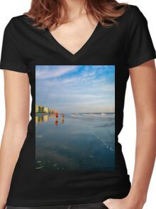 Searching for Sea Shells Women's Fitted V-Neck T-Shirt