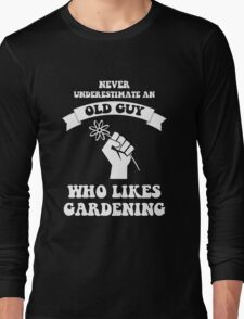 Never underestimate an old guy who likes gardening Long Sleeve T-Shirt