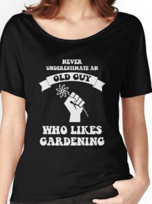 Never underestimate an old guy who likes gardening Women's Relaxed Fit T-Shirt