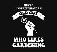 Never underestimate an old guy who likes gardening Unisex T-Shirt