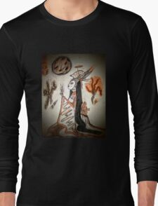 She sips with fire and blood dust Long Sleeve T-Shirt