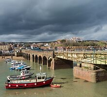 Folkestone Harbour by alan tunnicliffe