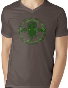 In his house at R'lyeh dead Cthulhu waits dreaming GREEN Mens V-Neck T-Shirt