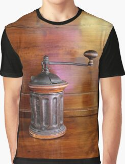 old coffee grinder Graphic T-Shirt
