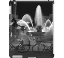 Sweethearts at the J.C. Nichols Fountain, Kansas City iPad Case/Skin